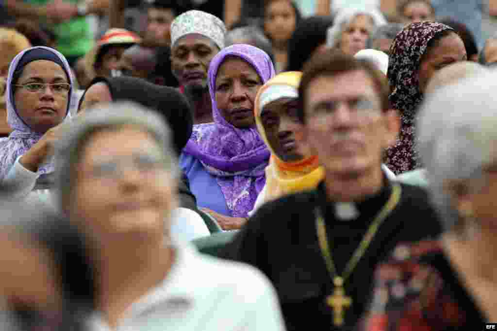 Dos semanas antes de la visita del Papa a Cuba, decenas de personas de diferentes denominaciones religiosas se unen en un rezo por la paz.