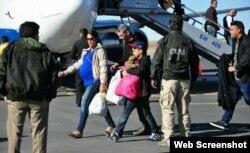Cubanos arriban a Nuevo Laredo desde Costa Rica.