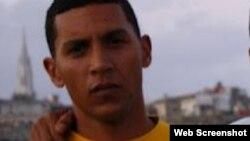 Sin asistencia médica rapero cubano que hizo huelga de hambre