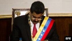 El presidente de Venezuela, Nicolás Maduro (i), junto al presidente de la Asamblea Nacional Venezolana, Diosdado Cabello (d)