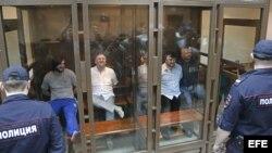 Los acusados Ibraguim Majmúdov; Lom-Ali Gaitukáev; Rustám Majmúdov y Serguéi Jadzhikurbánov asisten a una sesión del juicio por el asesinato en 2006 de la periodista rusa Anna Politkóvskaya.