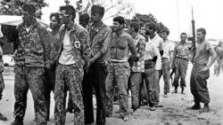 """Entre Nosotros: """"Marchas de guerra y cantos de presidio"""""""