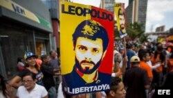 Simpatizantes del opositor venezolano Leopoldo López se manifiestaron el viernes 22 de julio de 2016, en las afueras del Palacio de Justicia de Caracas.