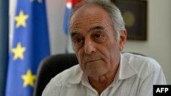 Alberto Navarro, embajador de la Unión Europea en Cuba, en su oficina en La Habana, en febrero de 2019. (YAMIL LAGE / AFP)
