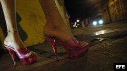 ARCHIVO. La mujer no es considerada víctima cuando ejerce la prostitución.