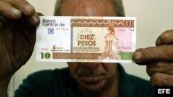 Un billete de pesos convertibles.