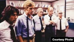"""Jason Robards (c) interpreta a Ben Bradlee, director del Washington Post, en el filme """"Todos los hombres del Presidente""""."""