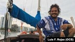 David Berenger, marinero cubano que atravesó el Atlántico desde Europa a América en el Lourdes-Emyca, un velero de su propiedad en 2019.