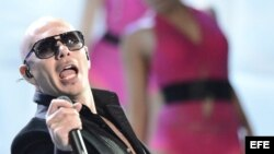 "El cubanoamericano Pitbull abrió la velada con el tema ""Don't Stop the Party"""