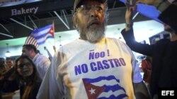 Miami celebra la muerte de Fidel Castro en el Versailles