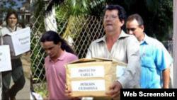 Entrega del Proyecto Varela por Oswaldo Payá, Tony Díaz, Regis Iglesias y otros activistas del MCL.