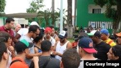 Avalancha de cubanos en la frontera sur de México.
