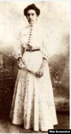 Adela Azcuy