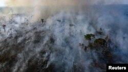 Vista aérea de los incendios en la selva amazónica. Marizilda Cruppe/Amnesty International/Handout via REUTERS