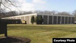 Vista del almacén de la empresa Eli Lilly en Enfield, Connecticut, donde cinco cubanos robaron $50 millones en fármacos en 2010.