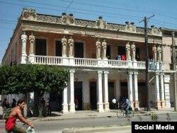 Casa de las Cariátides en la ciudad de Camagüey.