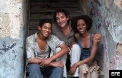 El director mallorquín Agustí Villaronga y los protagonistas Maykol Tortolo (i) y Yordanka Salgado (d), en Santo Domingo, R. Dominicana.