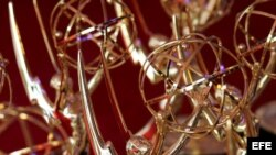 Las estatuitas de los premios Emmy.