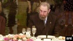 Fidel Castro antes de cenar.