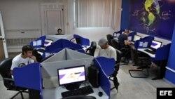Cubanos estrenan servicio de Internet