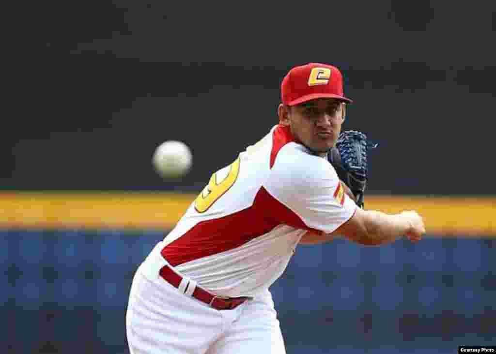 Yoanner Negrín, lanzador de los Iowa Cubs, sucursal de los Chicago Cubs.