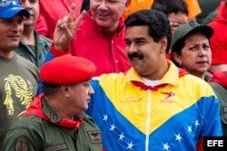 El vicepresidente de Venezuela, Nicolas Maduro (c), y el presidente del Congreso Nacional venezolano, Diosdado Cabello (i).