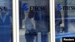 Una cabina de ETECSA en La Habana.