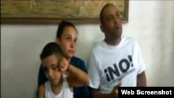 Arianna López Roque y su pequeño hijo junto a su esposo, el preso político Mitzael Díaz Paseiro, antes de ir a prisión.