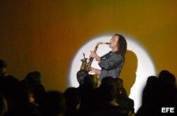Kenny G ha actuado junto a los cantantes Ray Charles, Aretha Franklin, Luciano Pavarotti, Céline Dion y Katy Perry.