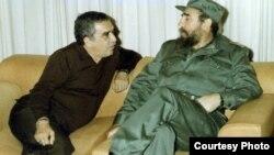 Gabriel García Márquez y Fidel Castro en La Habana. Foto Cortesía de Luis Domínguez