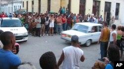 El aparatoso arresto del periodista y escritor Raúl Rivero el 20 de marzo de 2003 en su vecindario en Centro Habana.