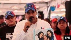 Fotografía de hoy, sábado 16 de febrero de 2013, por Prensa Miraflores del vicepresidente venezolano, Nicolás Maduro
