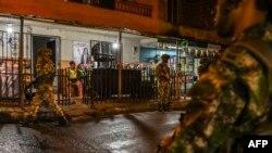 Ejército de Colombia patrullando las calles de Medellín
