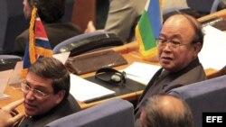 El ministro de Asuntos Exteriores norcoreano, Pak Ui-chun (der), y su colega cubano Bruno Rodríguez (izq) en Teherán, Irán. gosto de 2012. El MPNA insistirá en su 16ª Cumbre, en Teherán, en la propuesta de reformar Naciones Unidas para conseguir una orga