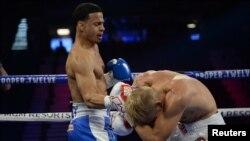 El púgil cubanoamericano Rolando Romero recibe con un gancho de derecha a Arturs Ahmetovs, durante su pelea del pasado 22 de febrero en el MGM de Las Vegas.