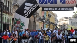"""Miles de personas participan en el maratón """"Terry Fox"""" o de la Esperanza que se organiza para llamar la atención sobre la lucha contra el cáncer."""