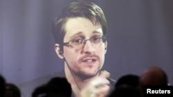 Edward Snowden en una videollamada durante una conferencia de la Escuela de Leyes de la Universidad de Buenos Aires, Argentina, 2016. REUTERS/Marcos Brindicci.