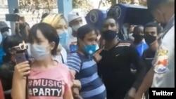 Protesta del 30 de abril, en la calle Obispo de La Habana Vieja. (Cubalex/Twitter)