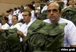 Las misiones médicas reportan divisas al gobierno, pero debilitan la salud pública en Cuba.