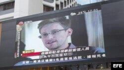Archivo - Noticiero de Honk Kong dando información sobre Edward Snowden.