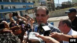 René González (c), uno de los cinco cubanos condenados en Estados Unidos por espionaje.