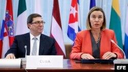 La jefa de la diplomacia europea, Federica Mogherini, y el ministro cubano de Exteriores, Bruno Rodríguez.
