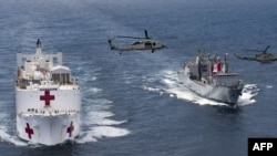 El buque-hospital USNS Comfort haciendo entrada a Santa Marta, Colombia.