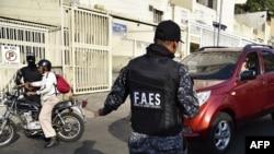 Miembros de las Fuerzas de Acciones Especiales (FAES), uno de los cuerpos represivos del gobierno venezolano. (STR / AFP).