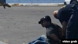 Los polizones cubanos tendrán que ganar un caso de asilo político para permanecer en EEUU. (Captura de video/Univision 23)