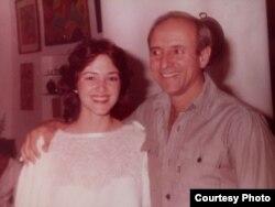 """Ileana de la Guardia y su padre, el coronel Tony de la Guardia, fusilado por la """"sentencia"""" de un Tribunal Militar que ratificó en pleno el Consejo de Estado de Cuba en julio de 1989."""