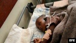 Fotografía de archivo de un caso de cólera. EFE/Aaron ufumeli
