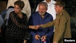 Dilma Rousseff, Luiz Inacio Lula da Silva y Raúl Castro en Santiago de Cuba en 2016. Foto Archivo