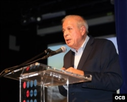 """Tomás Regalado, director de OCB Radio Martí, presenta la serie documental """"La iglesia que creció con el exilio"""".Roberto Koltun, OCB."""