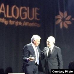 Premiación a Felipe González en Diálogo Interamericano.